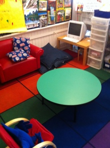Another warm, inviting area within a 1st grade classroom.